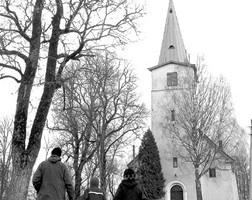 Uz baznīcu