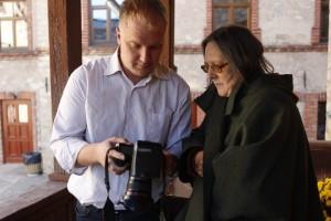 VĒRTĒ. Korespondente Sarmīte Feldmane un fotogrāfs Māris Buholcs izvēlas fotogrāfiju publicēšanai.
